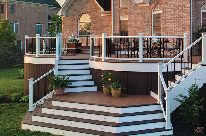 The Main Benefits of Vinyl Handrails for Your Deck